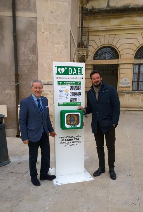 Montati i tre defibrillatori donati dal Rotary club alla città