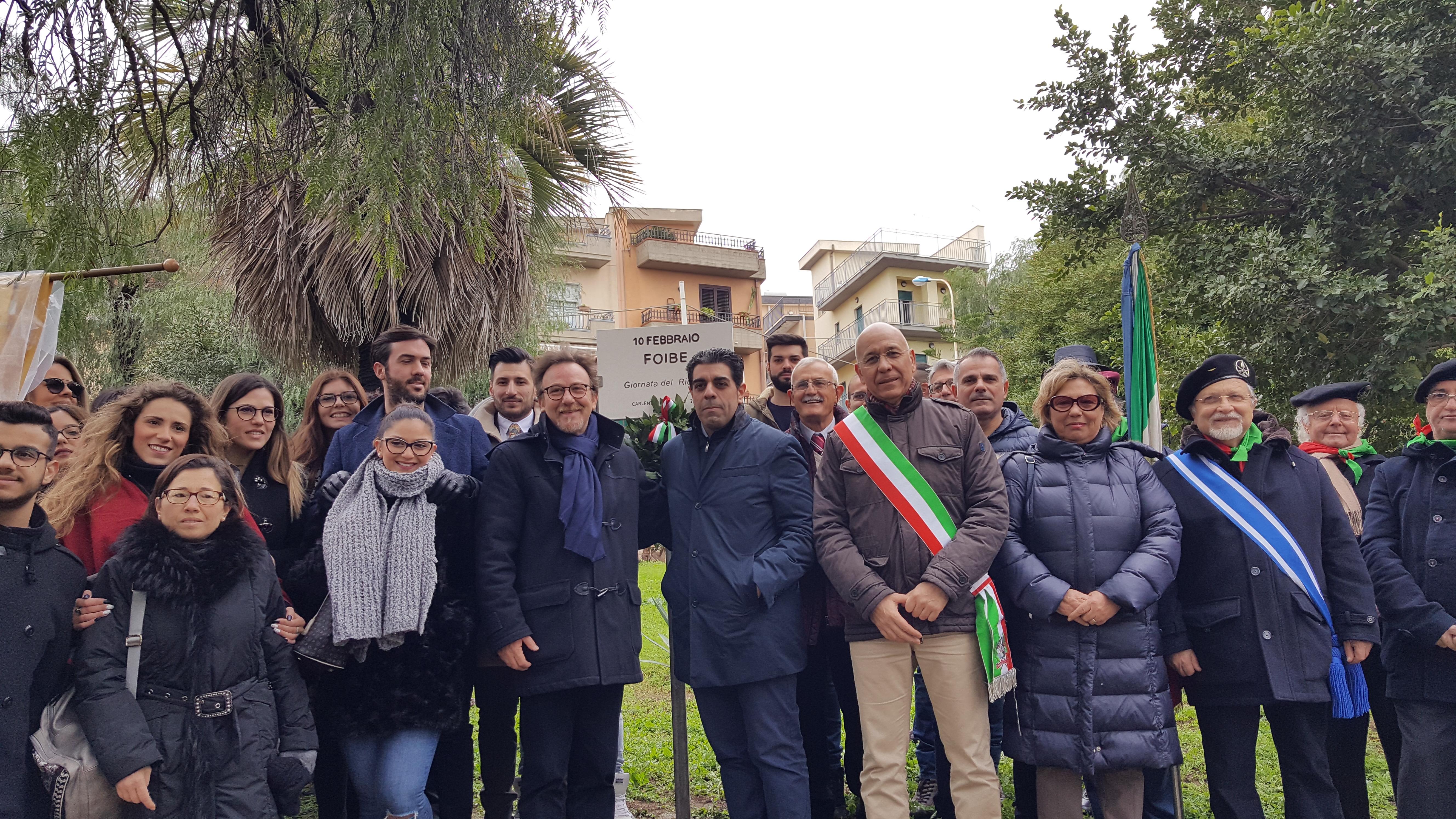 Carlentini, Targa commemorativa, a villa Vittorio Veneto, in ricordo delle Foibe.