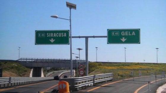 Siracusa, Collocazione segnaletica nella tratta autostradale in esercizio Siracusa-Gela.