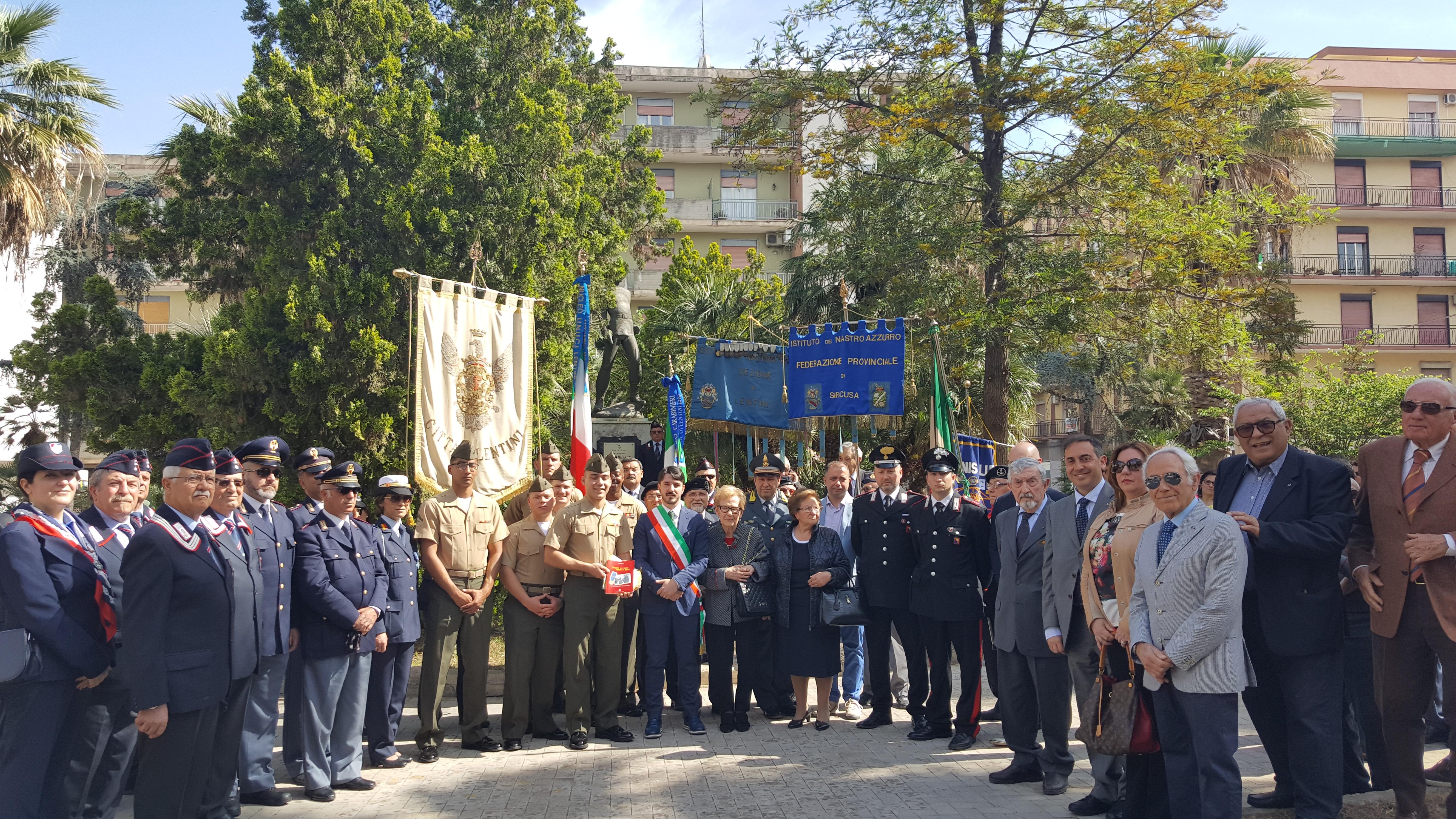 25 Aprile, Lentini celebra la Festa della Liberazione e la medaglia d'oro al valor militare dott. Luigi Briganti. Per la prima volta, dopo 73 anni in corteo i marines della Base militare americana di Sigonella.