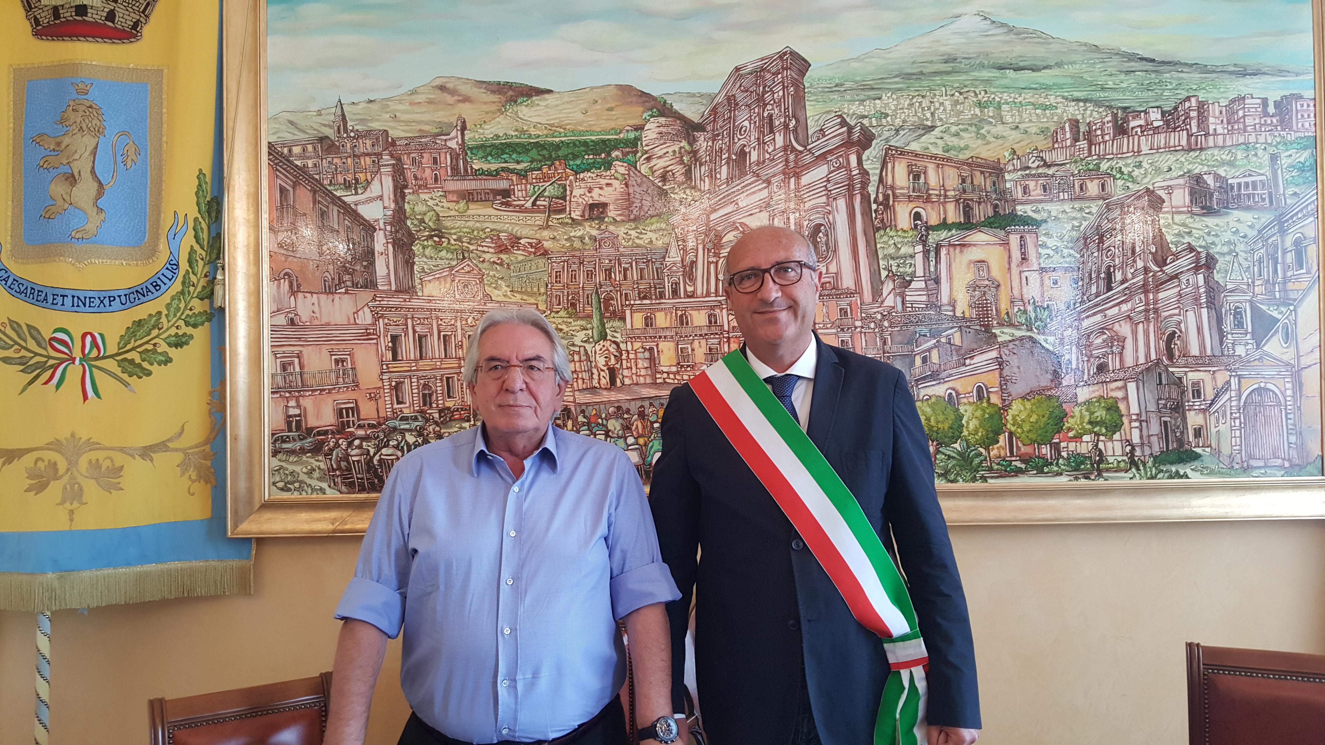 """Carlentini, si è inseditato il neo sindaco Giuseppe Stefio. cerimonia a Palazzo di città. """"Ricevo il testimone da un grande sindaco""""."""