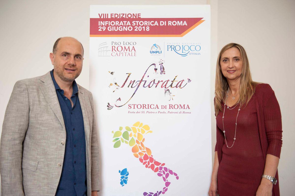 """PRESENTATA L'VIII EDIZIONE DELL'INFIORATA STORICA DI ROMA E L'INFIORATA DELLE PRO LOCO D'ITALIA IN PROGRAMMA IL 29 GIUGNO  L'infiiorata Storica di Roma è un evento ideato e promosso dalla Pro Loco di Roma; nell'ambito dell'iniziativa si terrà l' """"Infiorata delle Pro Loco d'Italia"""", organizzata dall'Unpli, con infioratori provenienti da dieci regioni"""