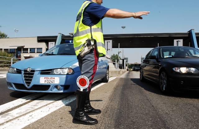 """Siracusa, Ferragosto sicuro, i consigli della Polizia stradale: """"Prudenza e rispetto dei limiti"""""""