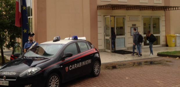 Lentini, I carabinieri  hanno arrestato un diciassettenne autore  di uno scippo ai danni di una donna.