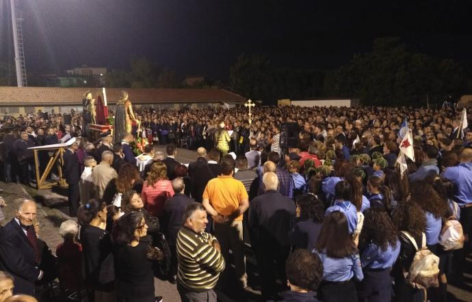 Biancavilla, due rumene residenti a Lentini truffano  i fedeli in preghiera. Denunciati dai carabinieri