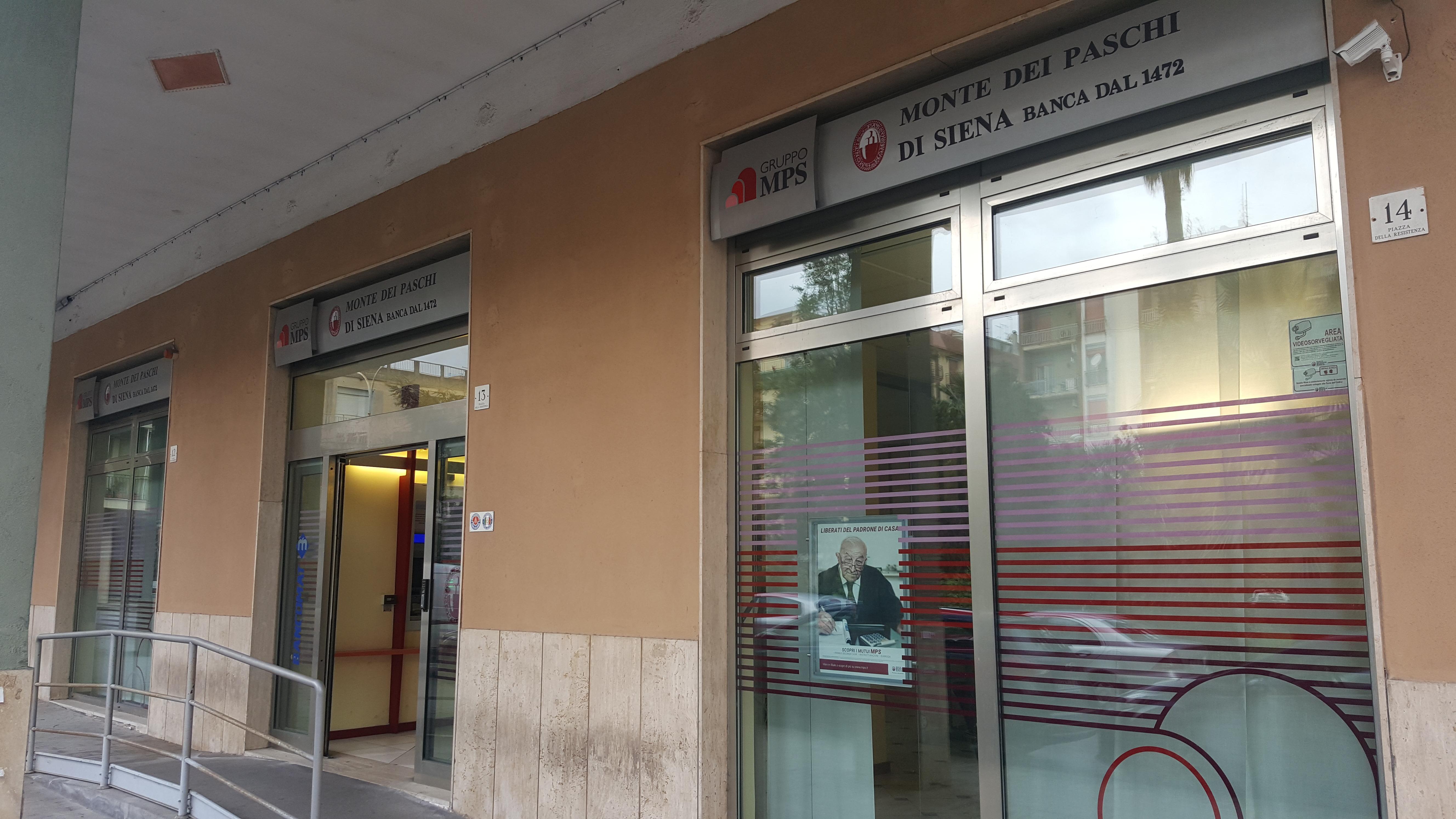 Lentini, Questa mattina in due  rapinano la Banca Monti dei Paschi di Siena. Indagini della Polizia.