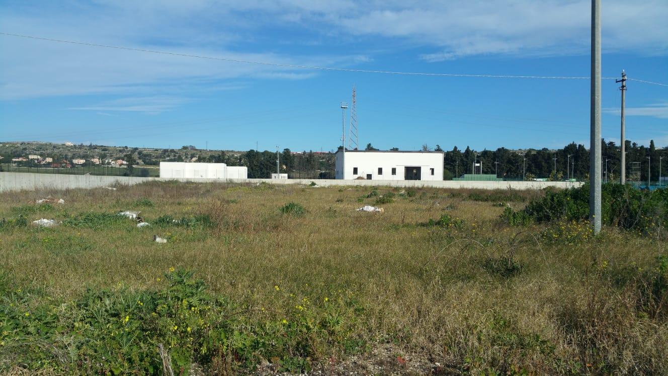 Siracusa,  Fermi ormai da mesi i lavori per la realizzazione dell'area Attendamenti e Containers e per il Centro Operativo della Protezione Civile. La denuncia di Vincenzo Vinciullo.