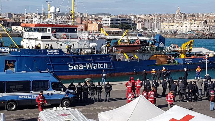 Catania, sbarco sea wacth:  i 47 migranti sono sbarcati
