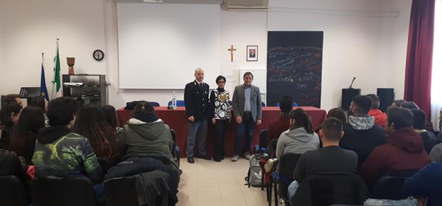 LENTINI, LA POLIZIA DI STATO INCONTRA GLI STUDENTI DELL'ISTITUTO MONCADA