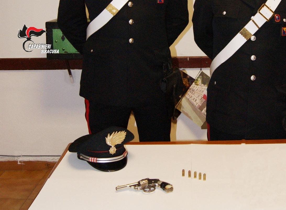Lentini, i carabinieri e lo squadrone trovano arma iberica e munizioni in podere di consigliere comunale del catanese, ai domiciliari.