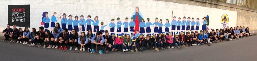 """Lentini, Gli Scout """"Lentini1"""" realizzano un murales in via Aragona in occasione del cinquantesimo anniversario della fondazione delle guide."""