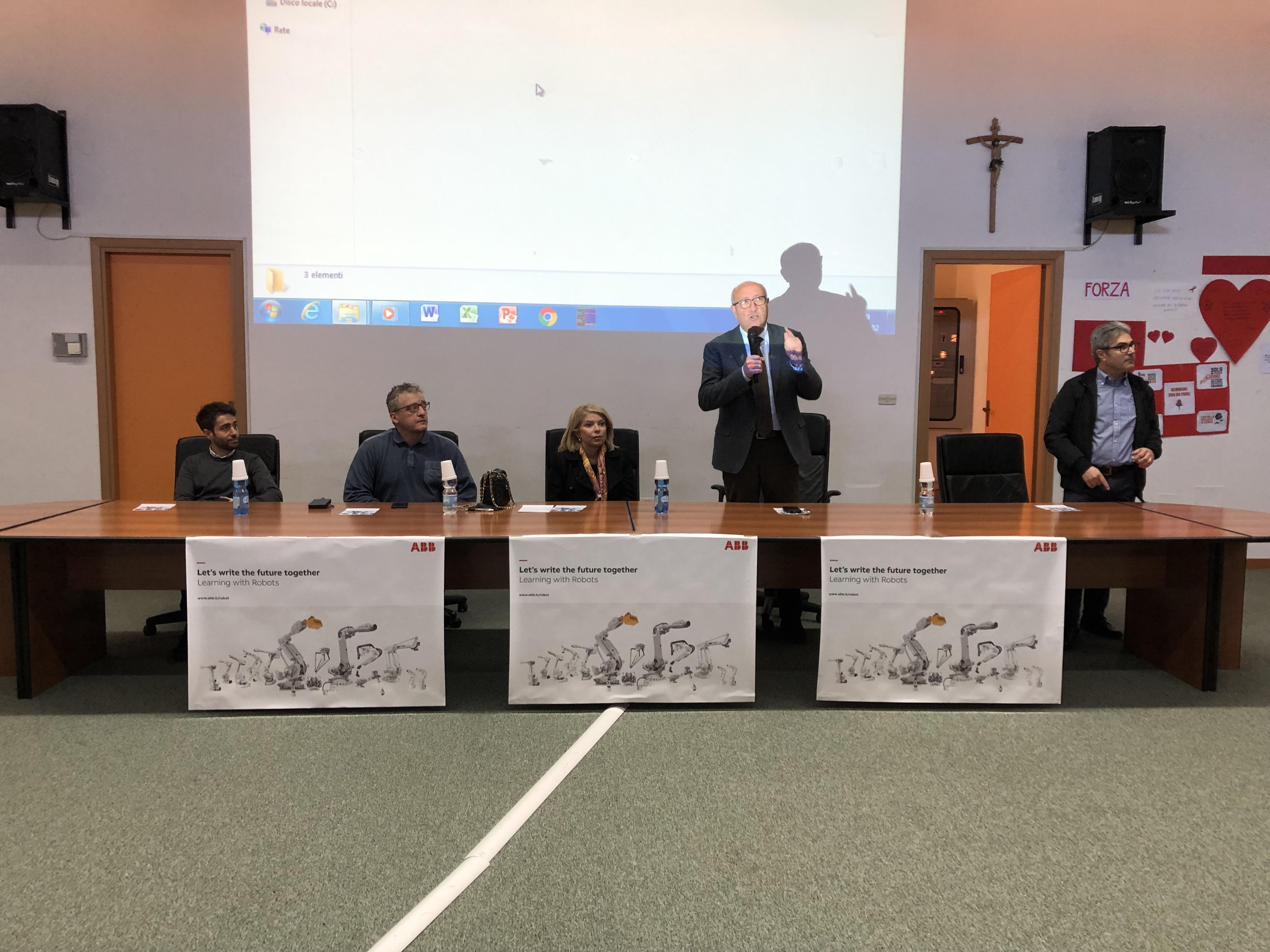Carlentini, La robotica entra a scuola, un progetto per accrescere le competenze degli studenti