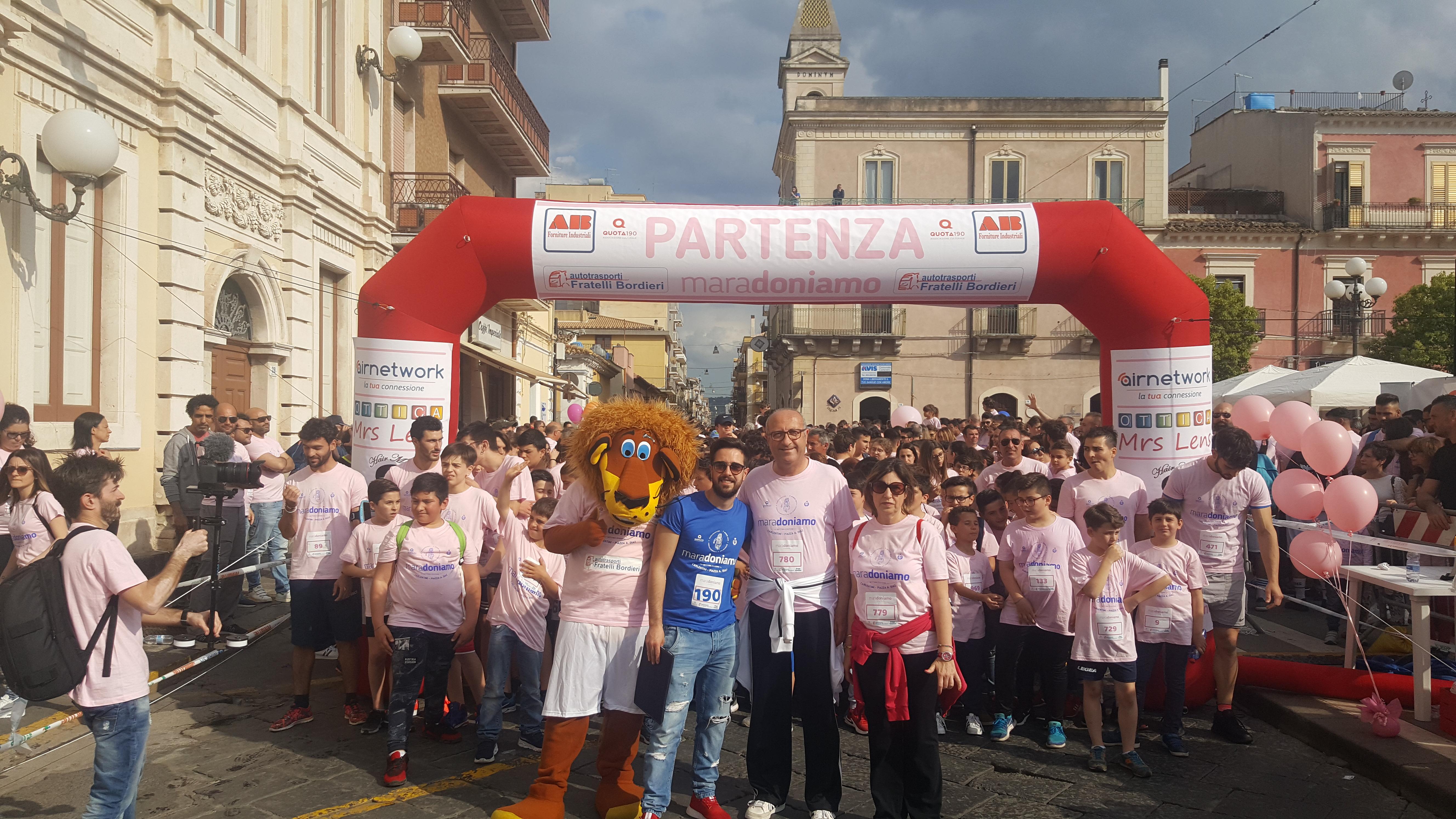 Carlentini, #Maradoniamo2019 si conferma la manifestazione più importante del territorio. Un fiume rosa, il colore della maglietta.