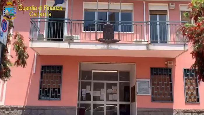 San Piero Clarenza,  appalti: arrestati sindaco e funzionario