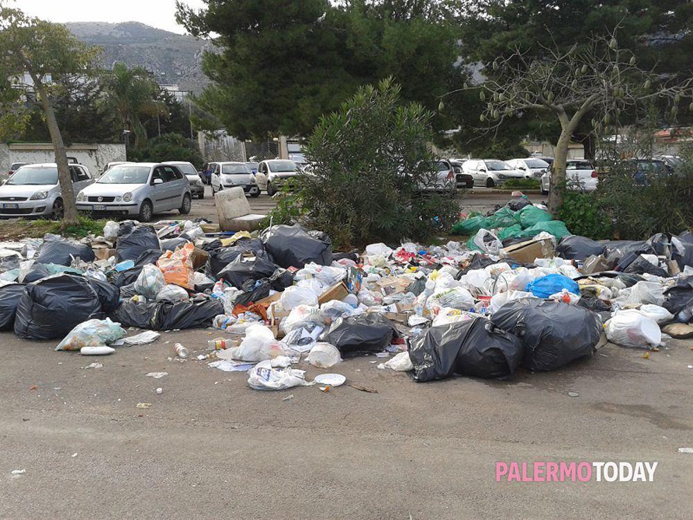 """Palermo,  M5S: """"Palermo sporchissima e Tari in aumento, capolavoro  della premiata ditta Orlando-Musumeci. Il sindaco si dimetta"""""""