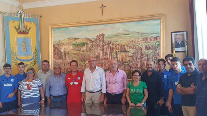 """Carlentini Calcio,  la presentazione a Palazzo di città, questa mattina, della società. il sindaco Giuseppe Stefio: """"la squadra orgoglio della città, sosteniamola"""""""