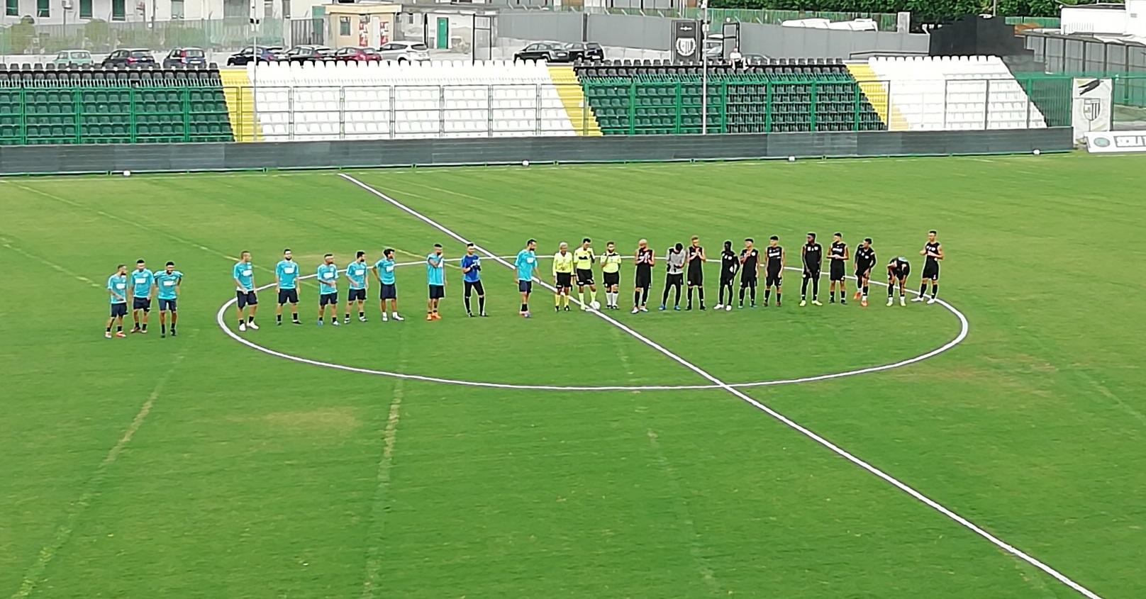 Lentini, allenamento congiunto tra la Sicula Leonzio e il Carlentini calcio a favore della squadra bianconera. Domani a Palazzo di città di Carlentini presentazione della squadra azzurra