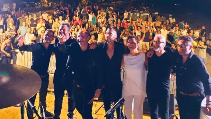 Agnone Bagni Beach Day, un successo di pubblico. I Replay Bandpooh hanno emozionato con un bellissimo concerto i fan che hanno invaso la spiaggia  nella notte di San Lorenzo