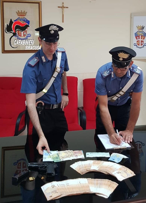 Siracusa, oltre 10 mila euro e una pistola modificata in casa: arrestato dai Carabinieri