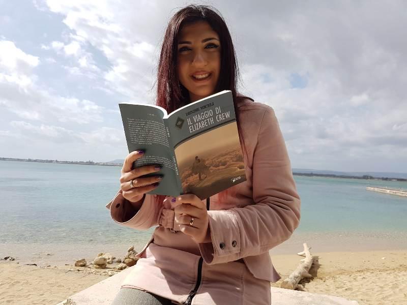 """Lentini. """"Il viaggio di Elizabeth Crew"""", il volume della scrittrice Denise Miceli"""