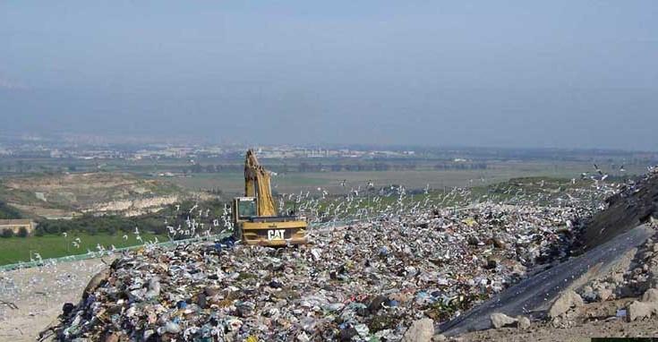 """Lentini, """"Da maggio i rifiuti  spediti all'estero"""", l'allarme lanciato dai parlamentari regionali del Movimento 5 Stelle"""