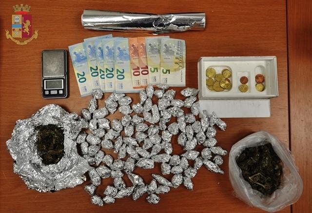 Lentini, la Polizia arresta un uomo con  100 dosi di marijuana in casa