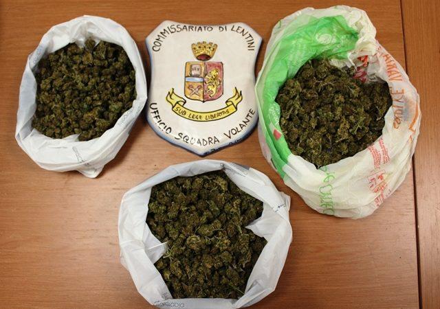 Lentini, la Polizia sequetra duecento grammi di marijuana nascosta nel contatore idrico di una casa disabitata