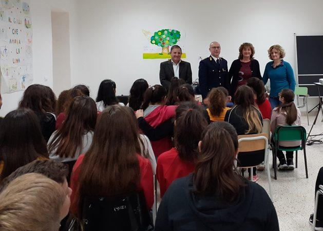 FERLA, LA POLIZIA DI STATO INCONTRA I RAGAZZI DELL'ISTITUTO VALLE DELL'ANAPO