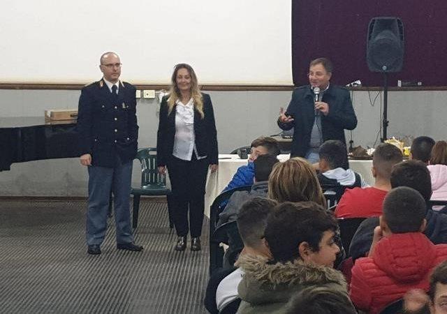 AVOLA – LA POLIZIA DI STATO INCONTRA I RAGAZZI DELL'ISTITUTO GIUSEPPE BIANCA DEL PLESSO VITTORINI