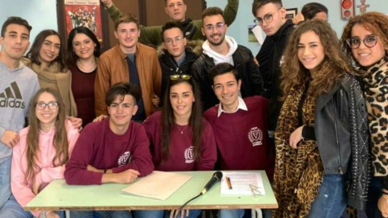 """Francofonte, scuola. La VB del liceo scientifico """"Vittorini- Gorgia"""" vince il 'debate'"""