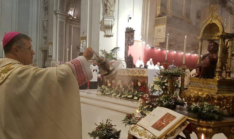 Natale: bambin Gesù nero durante Messa in Cattedrale Palermo