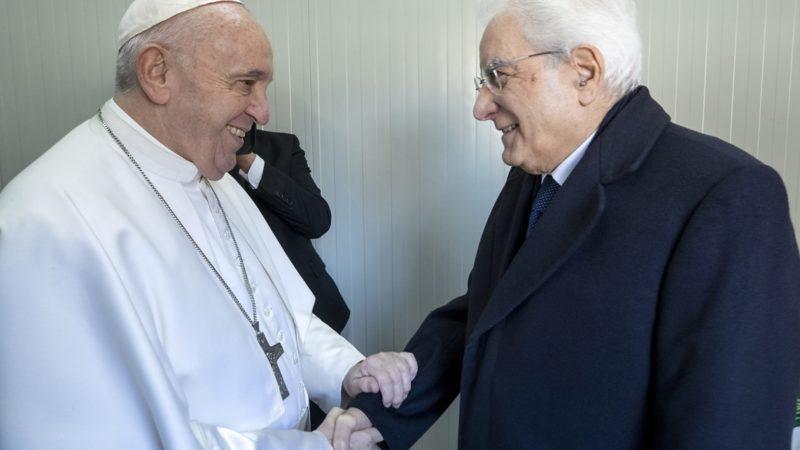 """Il presidente Mattarella scrive a Papa Francesco: """"Con la sua missione riscopriamo la solidarietà tra gli Stati"""""""