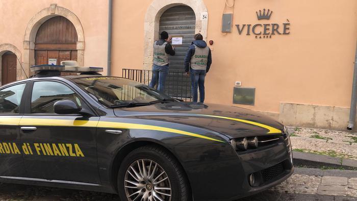 Noto, Mafia: Gdf sequestra bar in centro della città