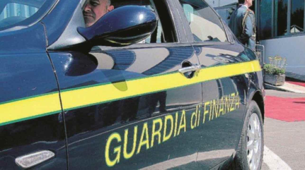 Catania, la Guardia di Finanza del comando provinciale ha arrestato due pubblici ufficiali per istigazione alla corruzione per l'ampliamento della Base di Sigonella