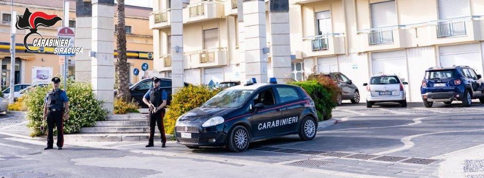 Canicattini Bagni, per evitare il controllo dei carabinieri fugge, ma viene arrestato