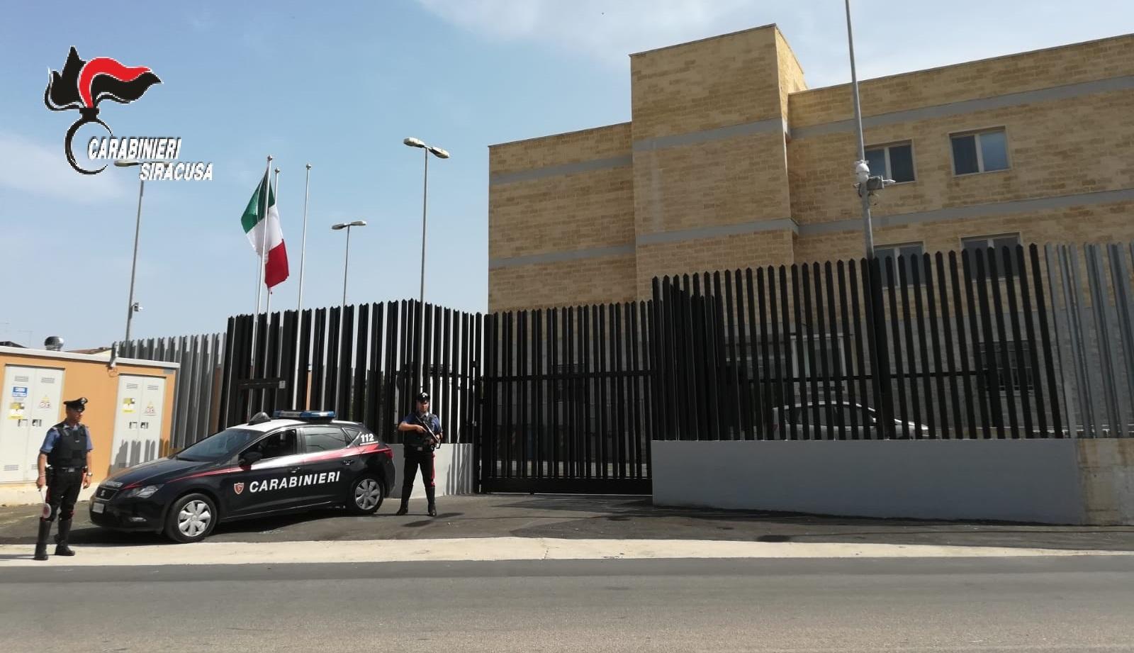 Sortino, un uomo è stato denunciato dai carabinieri per allaccio abusivo di energia elettrica e droga
