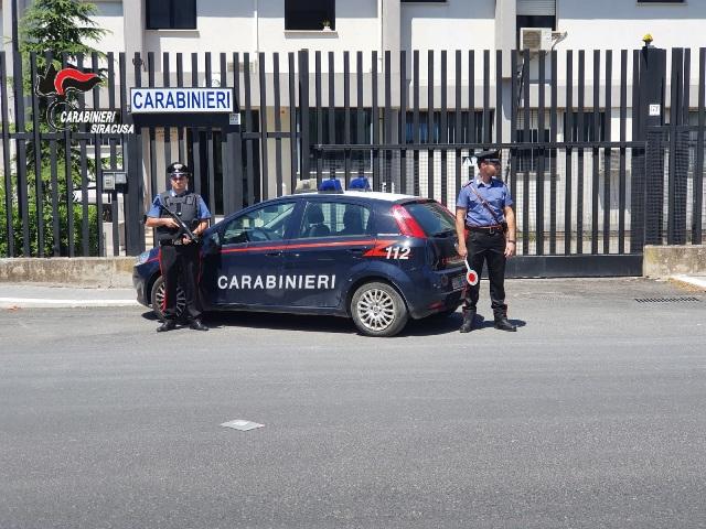 Lentini, una ventitreenne denunciata dai carabinieri per possesso di droga