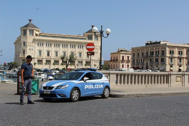 SERRATI CONTROLLI DELLA POLIZIA DI STATO NEL WEEKEND DI FERRAGOSTO – A PACHINO E' STATO DENUNCIATO UN RAPINATORE
