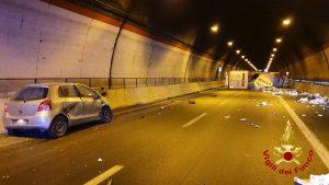 Lentini, Grave incidente in galleria San demetrio sull'autostrada Catania-Siracusa: si ribalta autoarticolato. due feriti