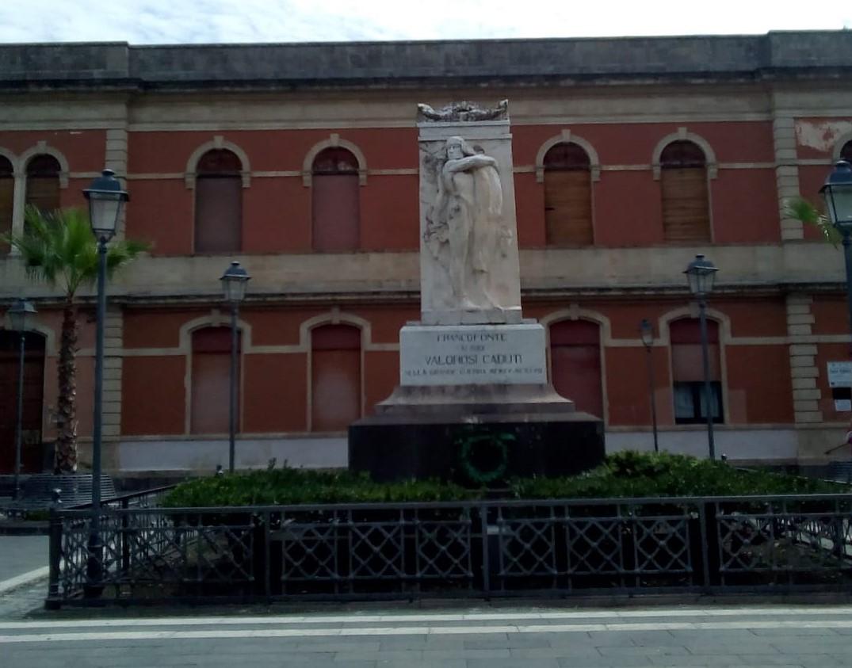 """Francofonte. Campagna """"Nastro Rosa Airc"""", stasera illuminati il palazzo municipale e il monumento ai caduti"""