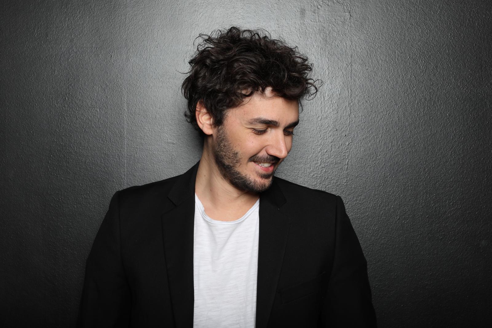 """""""OLTRE TUTTO L'AMORE CHE C'È"""": L'INTERVISTA AD ANDREA VIGENTINI"""
