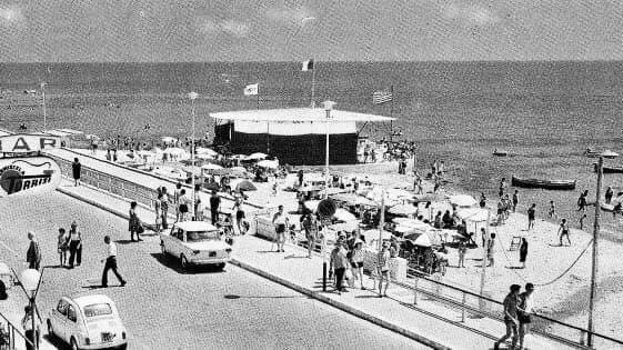 """Ragusa, Ricordi di Sicilia: Estate 1970 quando si ballava attorno al """"Jukebox"""" della Rotonda a Marina"""