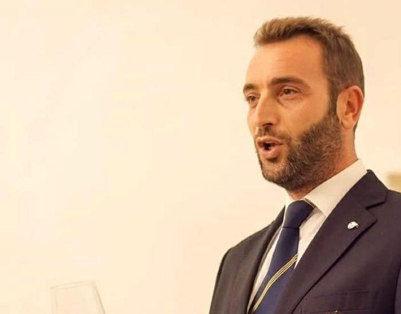 Una Voce In Blu. Il sommelier Piero Giurdanella ospite della puntata di martedì 2 marzo