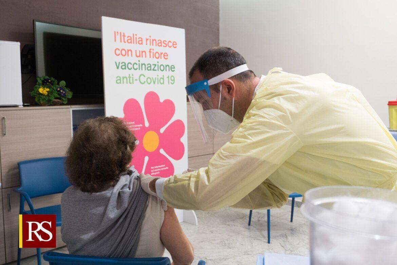 """Covid, al via vaccinazioni a over 80. Razza: """"Giornata significativa. Con più vaccini potremmo fare molto di più"""""""