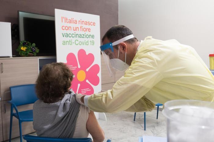 Covid: intesa tra Figliolo e Musumeci, al via vaccinazione nelle isole minori