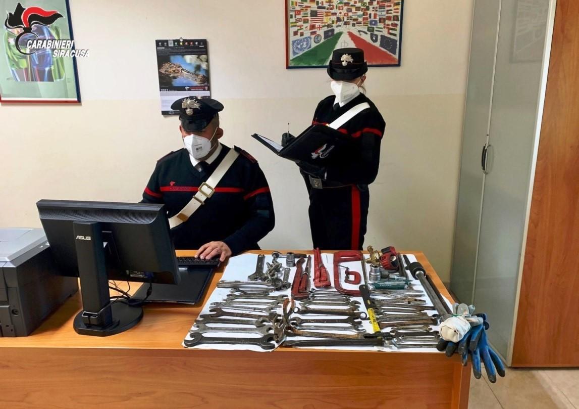 Carlentini, i carabinieri arrestano quattro catanesi in trasferta all'interno dell'albergo del campo da Golf