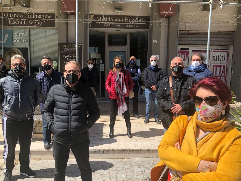 """Palermo, Acconciatori ed estetiste chiusi in zona rossa, il reportage di Confartigianato Palermo Settore in ginocchio, è protesta: """"Prima ci era concesso di lavorare, cosa è cambiato?"""""""