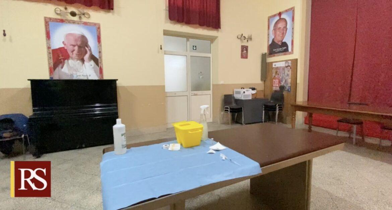 Palermo, Covid, vaccini in 300 parrocchie, Musumeci: «Iniziativa, unica in Italia, di valore etico e pratico»