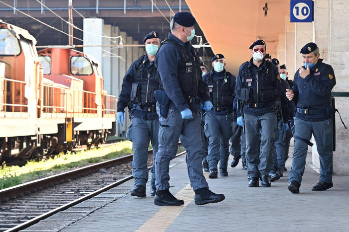 """Messina, Operazione """"Market Place"""": maxiblitz della Polizia arrestati decine di persone"""