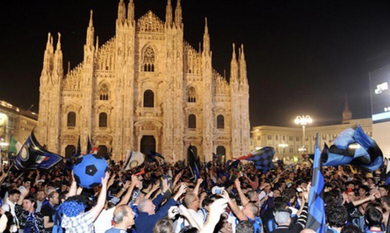 In piazza Duomo a Milano, l'ennesimo atto di pura inciviltà